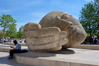 Paris : L'écoute, une sculpture signée Henri de Miller au coeur des Halles - place René Cassin - Ier