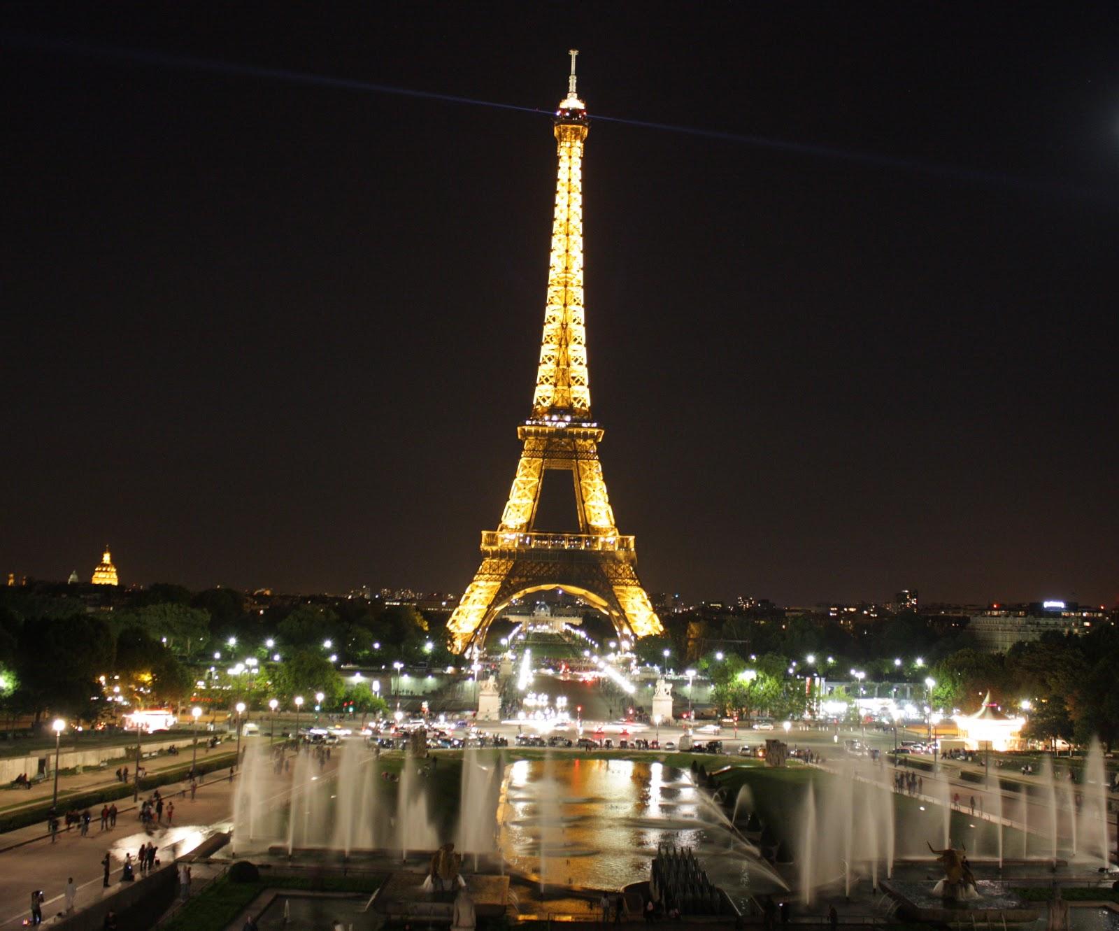 Eiffel Tower Desktop Wallpapers