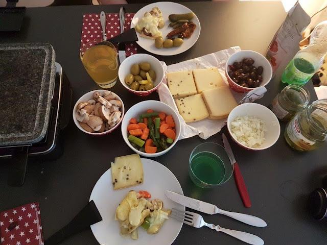 Schweiz Urlaub Tourist Raclette Abendessen