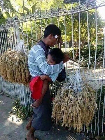 This Hardworking Father Fainted While Carrying His Son As He Was Making His Living! Heartbreaking!