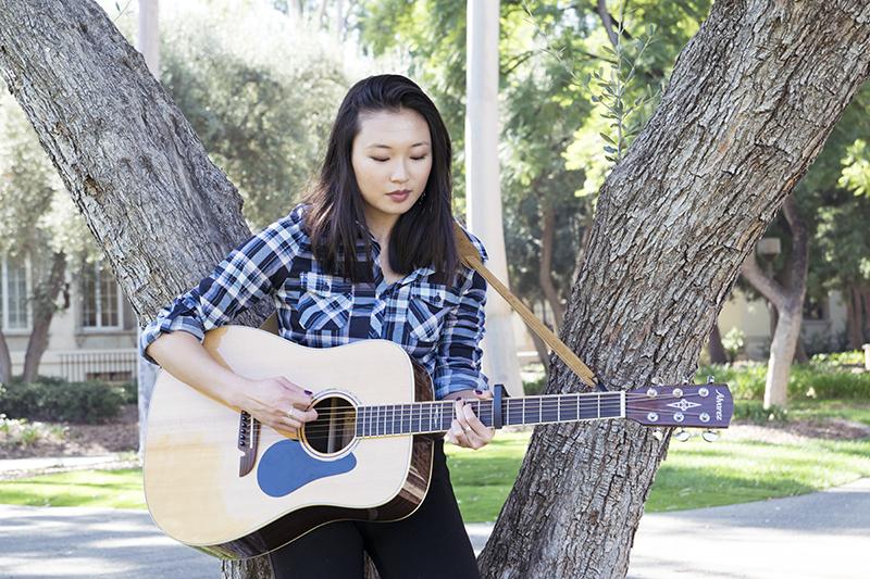 Alvarez Guitars, Lumière & Lens, Alyse, Guitar, Girl with guitar