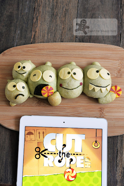 om nom cut the rope bread buns
