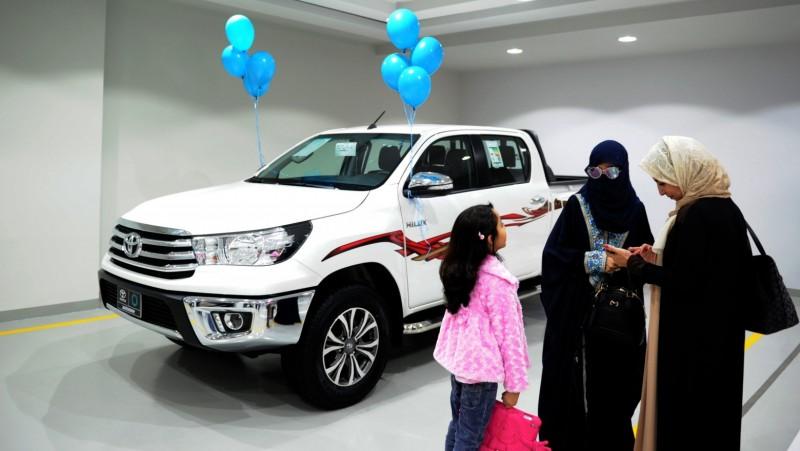 Showroom ini menawarkan berbagai pilihan mobil dan dikelola oleh perempuan
