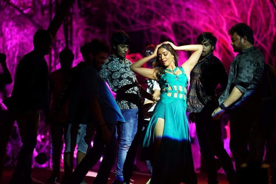 Shriya Saran Dancing New Sizzles Pics