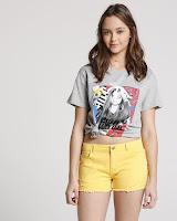 Irreverente e com uma pegada rocker, o modelo é ideal para complementar looks casuais com um toque rock n roll.
