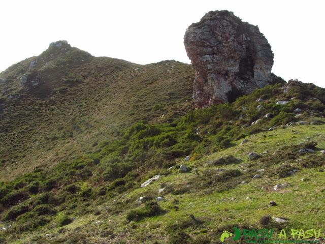 Roca antes de la cima del Niañu