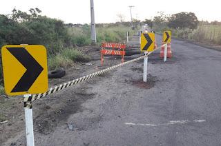 http://vnoticia.com.br/noticia/2731-der-rj-sinaliza-cratera-e-engenheiro-diz-que-manilhas-devem-ser-trocadas-por-bueiro-na-rj-232