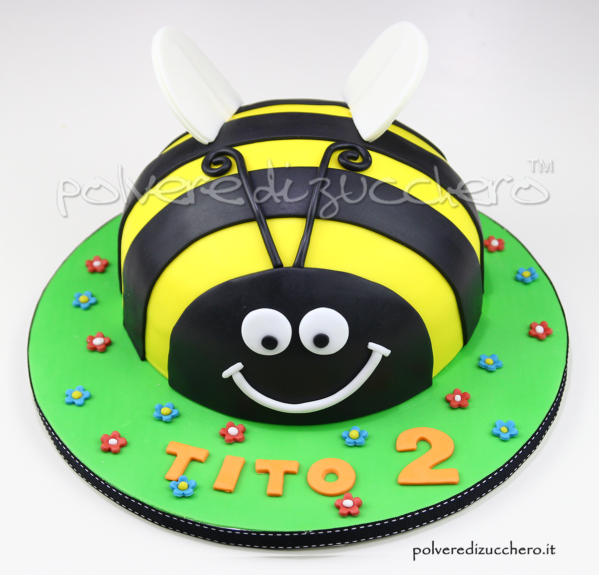 cake design ape torta a forma di ape pasta di zucchero polvere di zucchero compleanno bimbo