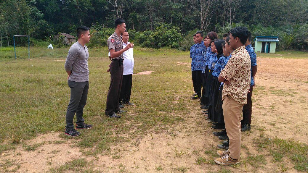 UNBK di SMA PGRI Tapang Semadak, Polres Sekadau turunkan Personil Pam UNBK