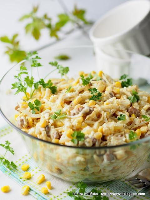 salatki, salatka warzywno owocowa, z serem, kurczak, ananas, seler konserwowy, wielkanoc, ulubiona salatka, cos pysznego, wielkanocny stol, wielkanocne menu, jaka salatka na wielkanoc, menu swiateczne, swieta, jak zrobic salatke