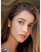 Sevda Erginci sebagai pemeran Kara Sevda di film drama Cinta Cantik atau Hayat Bazen Tatlıdır RTV