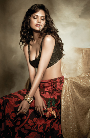 Esha Gupta sexy figure, Esha Gupta hot photos, Esha Gupta lovely pics