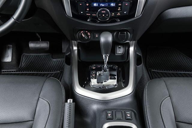 Nissan Frontier 2018 - câmbio automático