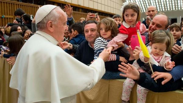 Papa Francisco insta a combatir la esclavitud infantil