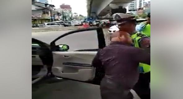 Forboden Main Trobos Bapak Ini Malah Ajak Main Matador Polisi