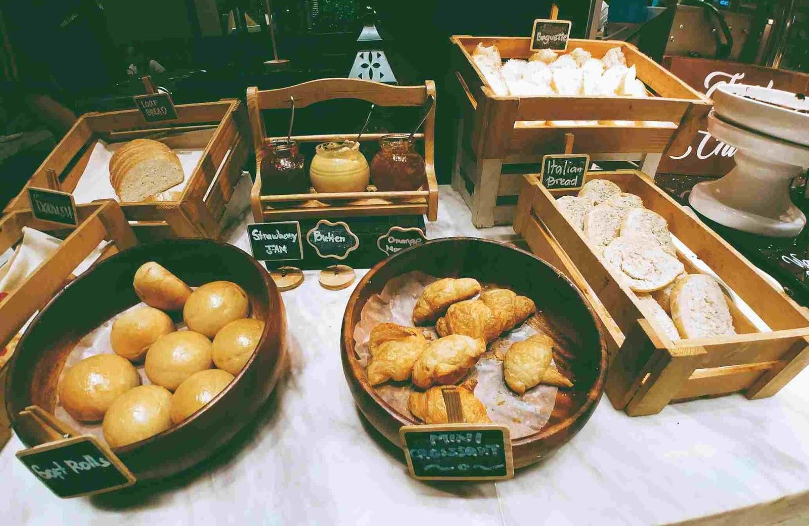Vikings Luxury Buffet: bread station
