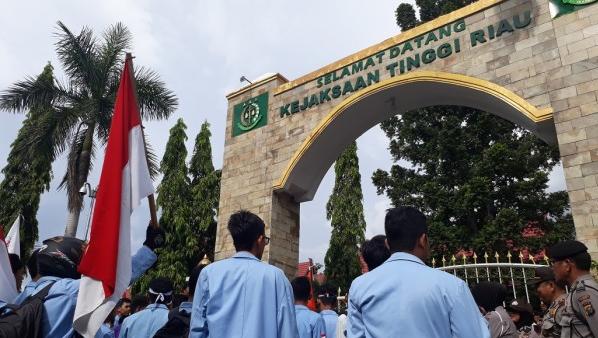 Mahasiswa Universitas Riau Protes Presiden Jokowi Soal Kisruh KPK vs DPR dan Kasus Korupsi