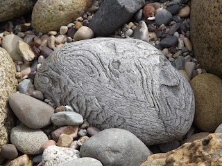 Érdekes mintázatú kő