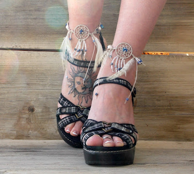 http://www.mojosfreespirit.com/collections/dream-catcher-barefoot-sandals/products/hemp-dream-catcher-anklet-blue-lapis