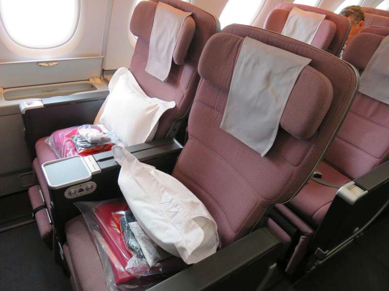 The Travelling Lindfields: Is QANTAS Premium Economy Worth the Extra