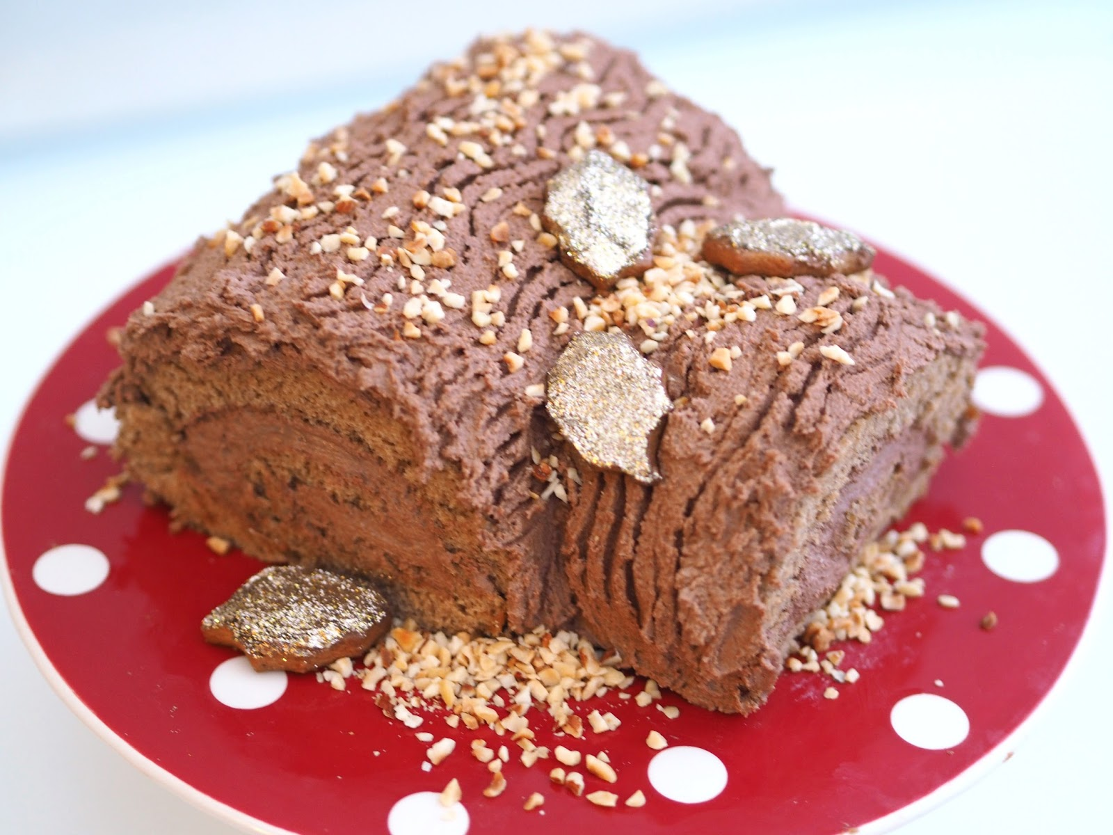 Gingerbread Yule Log Recipe, UK Blogger, Katie Kirk Loves, Christmas Food, Christmas Dessert, Christmas Yule Log, Christmas Recipe, Food Blogger, Christmas Baking