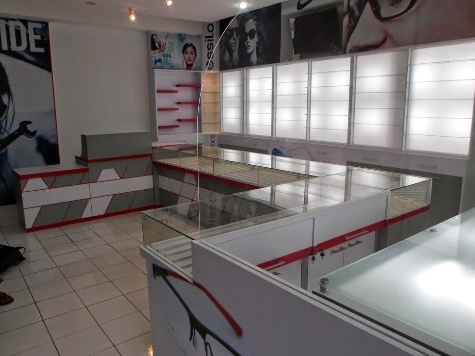 Etalase dinding untuk Kacamata - Semarang