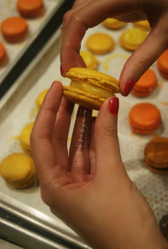 assembling a lemon macaron