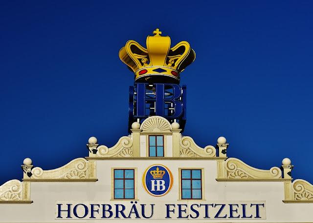Carpa Hofbräu-Festhalle en la Oktoberfest (Múnich) (@mibaulviajero)