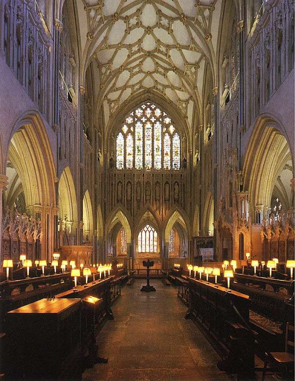 As formas e estilo do gótico falam dos grandes mistérios da Fé. Catedral de Wells, Grã-Bretanha.