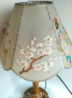 Lámpara-pergamano-repujado-pintado-con-pinturas-acuarelables-motivos-orientales-Crea2-con-Pasión