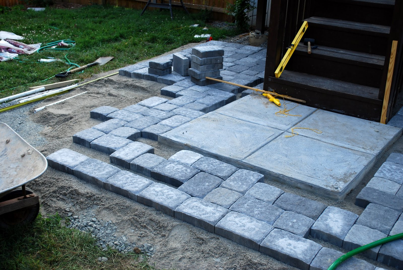 In the Little Yellow House: Patio Building: Laying Pavers