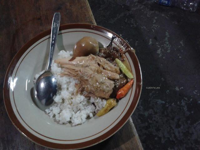 Kulineran Di Solo dari Gudeg Ceker Bu Kasno sampai Soto Ayam kampung Tiga Ribuan. Apakah enak dan menyenangkan?