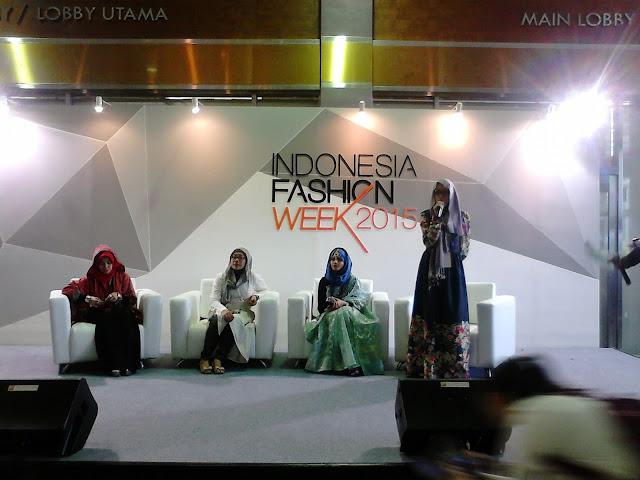 Acara Tahunan Indonesia Fashion Week Peragaan Busana Muslim 2016