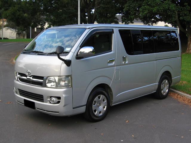 Rental Mobil Toyota HIACE