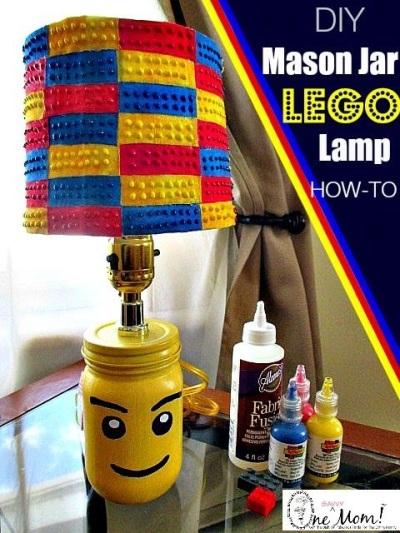 20. Cover lampu meja terbuat dari rangkaian lego