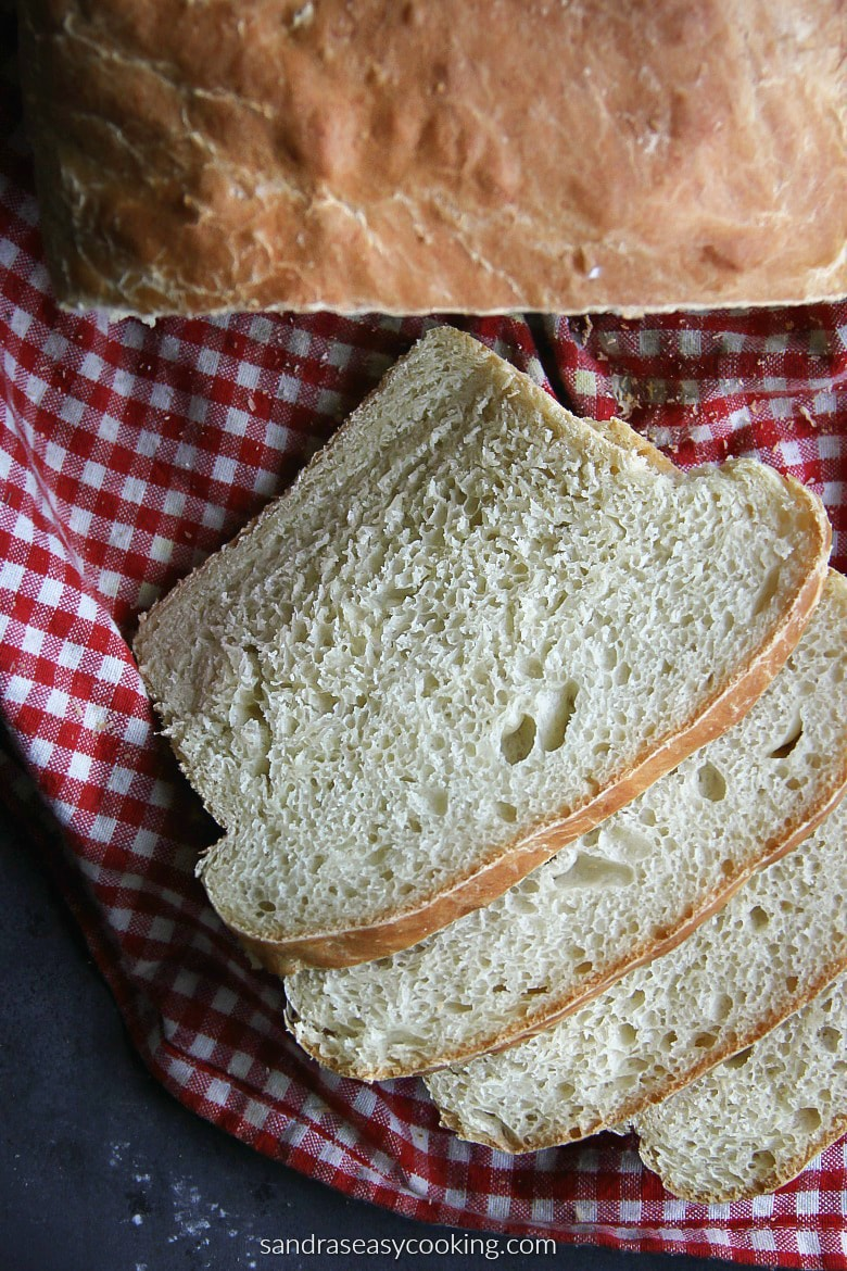 Homemade Bread Loaf recipe. Delicious, warm and simply the best to prepare even without kneading. #bread #recipe #baking #bake #food