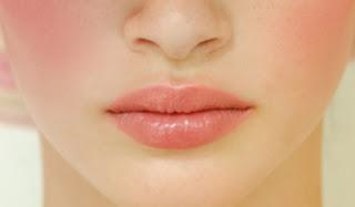 Ways to naturally Pick Blackened Lips
