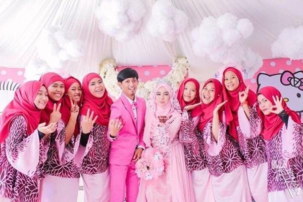 Sangat Unik, Pengantin Malaysia Ini Menikah Dengan Tema Hello Kitty Pink