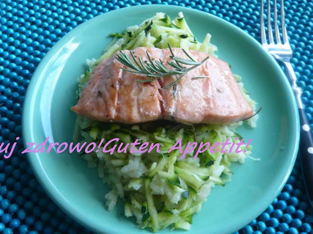 Ryż z cukinią i smażonym łososiem - Zucchinireis - Czytaj więcej »
