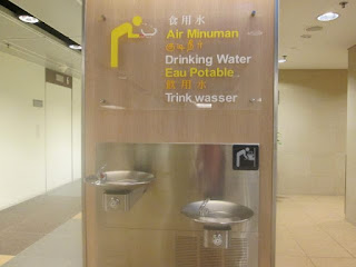 Drinking water di  Changi, Singapura