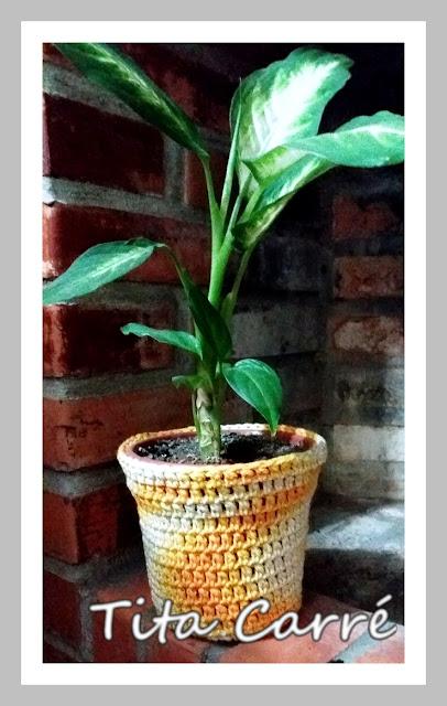 Capa em crochet para vaso de flor