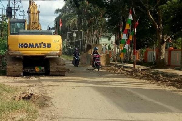 Abun Tono Puji Pemkab Sekadau Atasi Banjir dikawasan TK Santa Gema