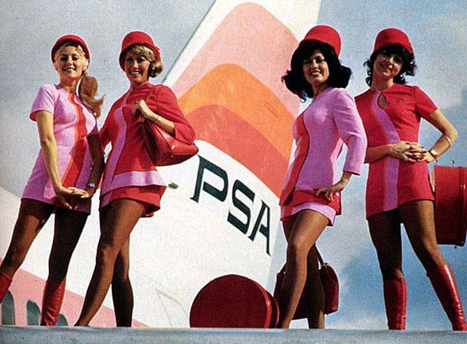01f061e1dd Fotos históricas retratam as mudanças no uniforme das aeromoças ...