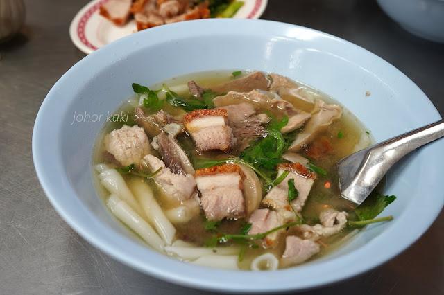 Nai Ek Roll Noodles. Michelin Plate Kway Chap in Yaowarat Bangkok Chinatown 陳億粿條