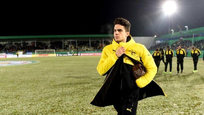 Borussia Dortmund football team bus hit by explosions