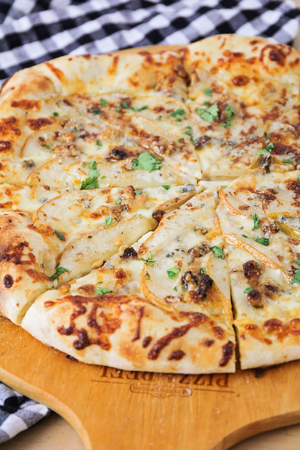 This pear walnut gorgonzola pizza has a delicious combination of flavors, and is super easy to make!