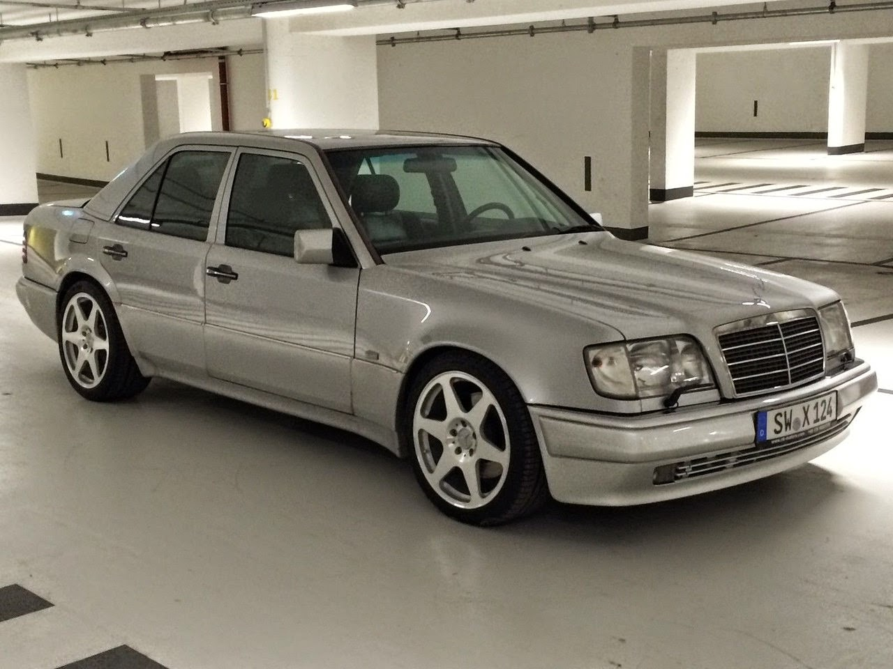 Mercedes-Benz W124 E500 Limited Edition | BENZTUNING