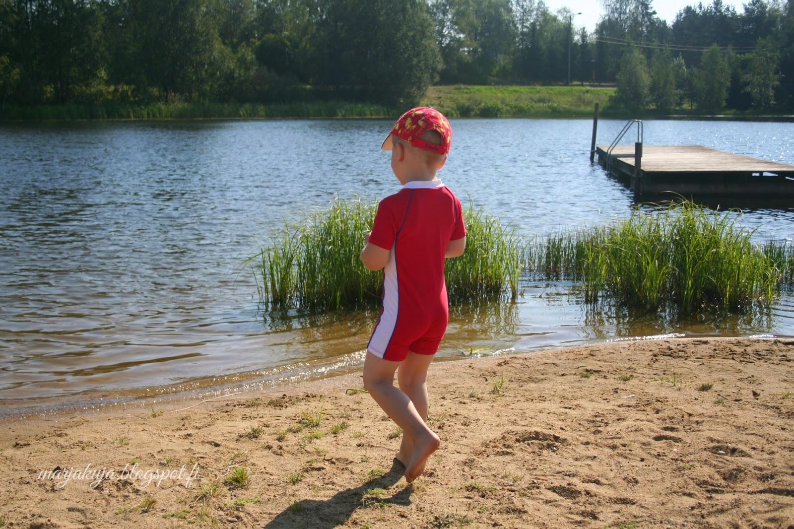 uimarannalla lapsi kesä