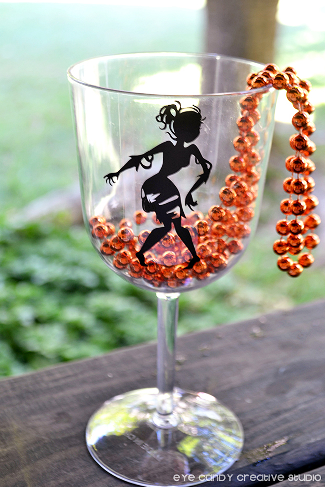 hallowen theme wine glass, halloween wine glass, vinyl on glass