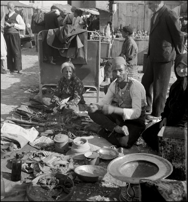 Крымскотатарские торговцы на симферопольском рынке, 1943 год